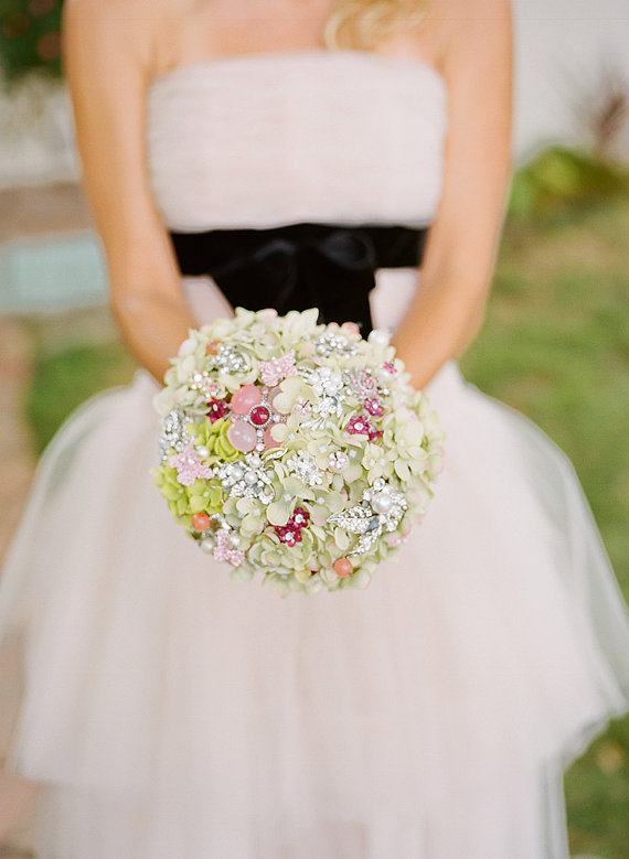 Noaki Spring Brooch Bouquet