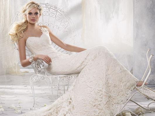 Alvina Valenta 2012 Lace Wedding Dress 9202