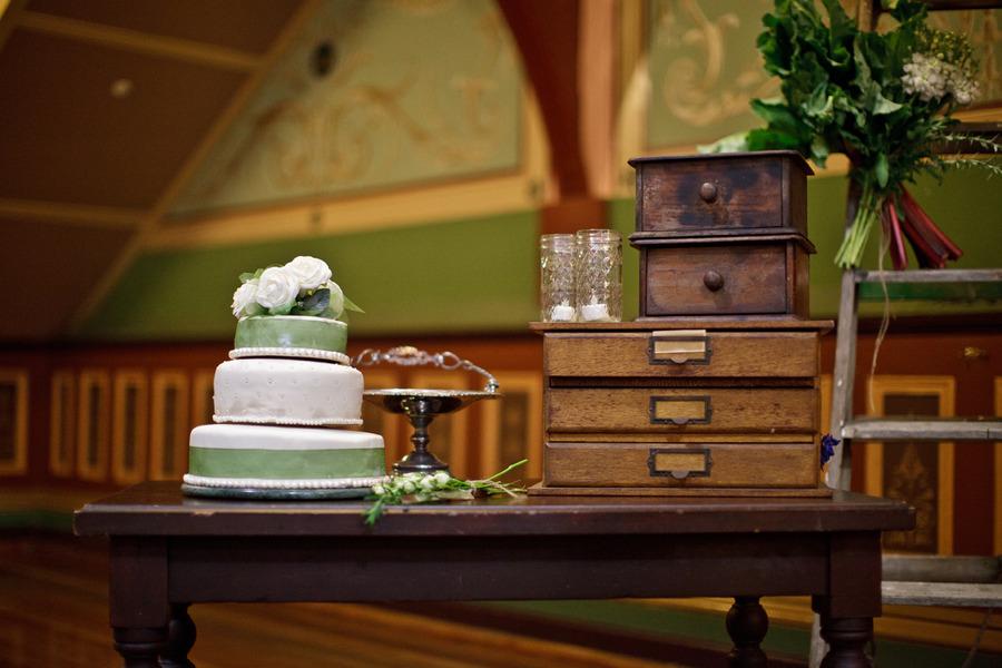 Australian retro wedding marina & andy wedding cake