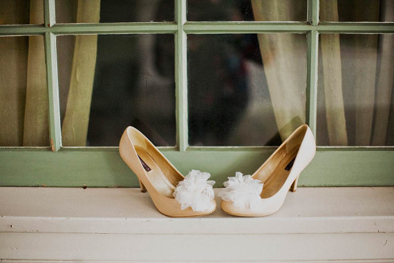 Feathers and silk organza petals shoe clips