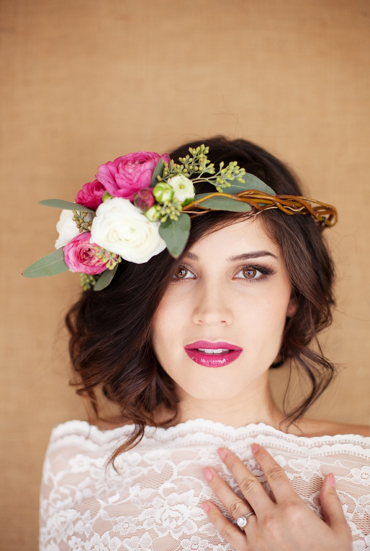 Fabulous flower crowns the perfect bridal hair accessory chic flower crown izmirmasajfo Choice Image