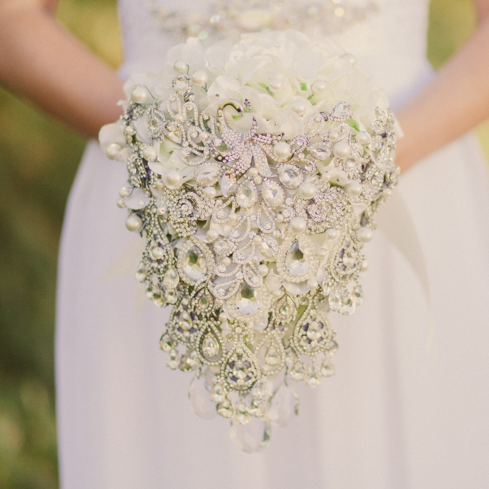 Noaki Brooch Bouquets & Bridal Accessories – and a Chic Vintage Brides Birthday Exclusive 15% Discount