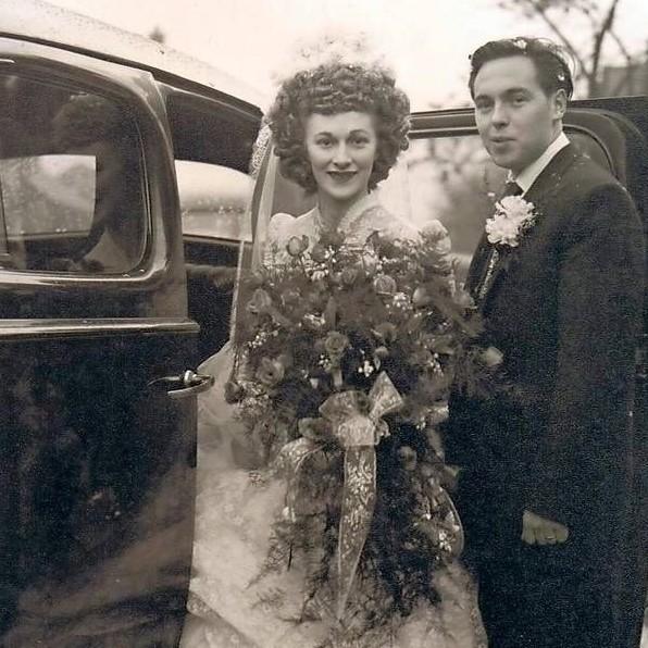 Chic Vintage Christmas Bride