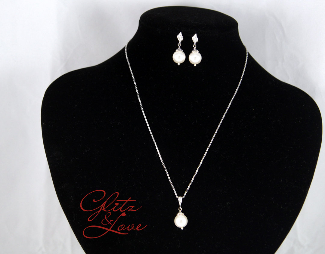 Kayrana Pearl Earrings & Necklace Set from Glitz & Love