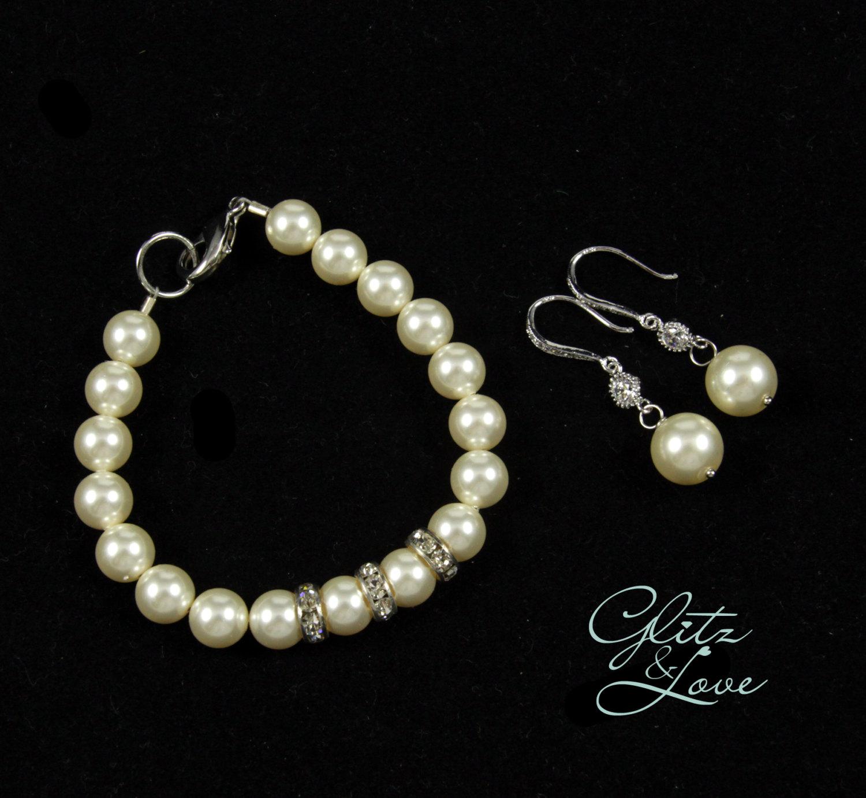 Leigh Pearl Bracelet & Earring Set from Glitz & Love