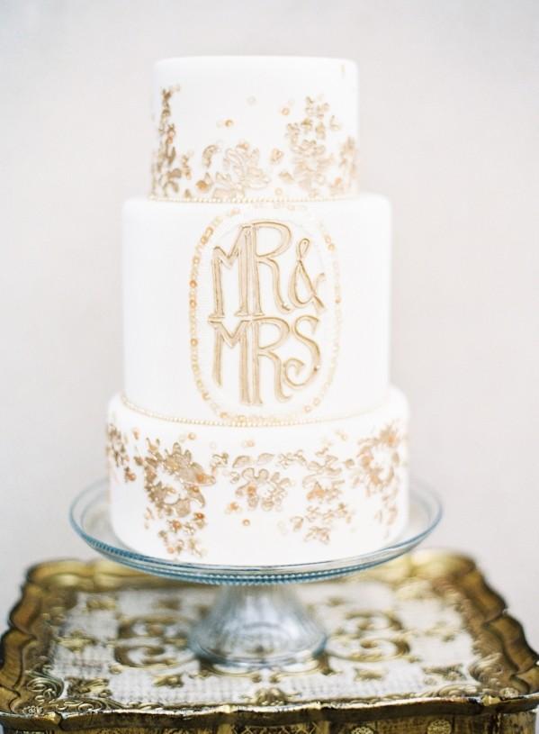 Mr & Mrs Wedding Cake