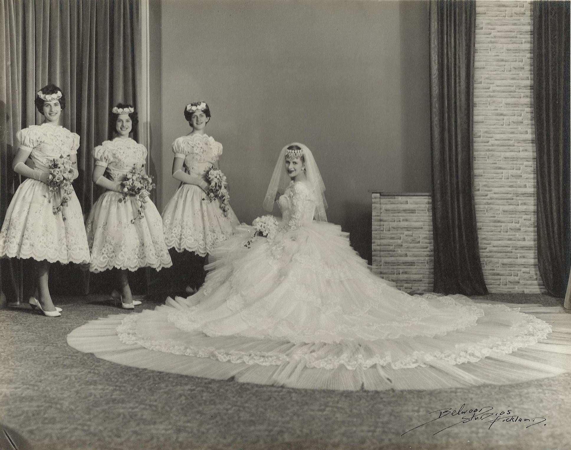 Chic Vintage 1950s Bride - Vinka Lucas