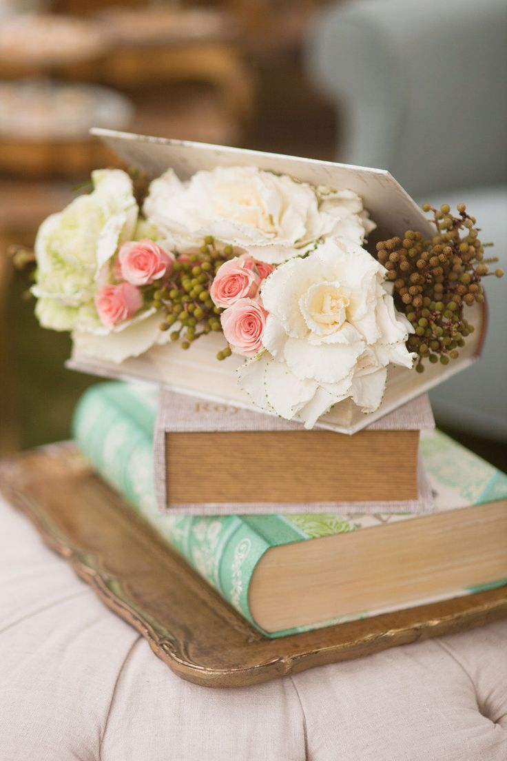 5 Creative & DIYable Centrepieces - Books