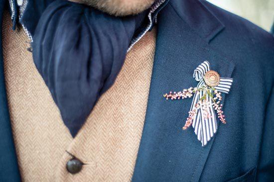10 Ways to Style Your Groom Vintage - Cravat