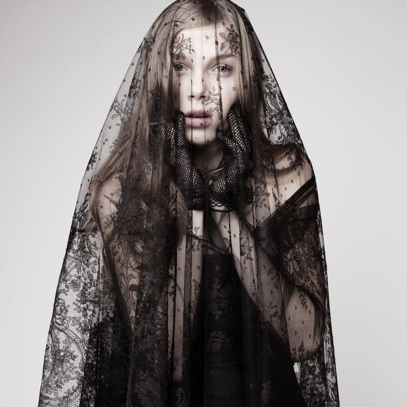 https://chicvintagebrides.com/wp-content/uploads/2014/10/Black-Wedding-Dresses-e1540357134253.jpg