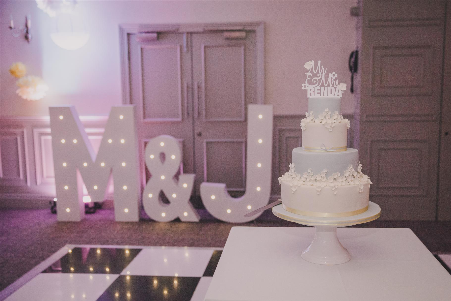Wedding Cake - A Spring 1960s Inspired Wedding