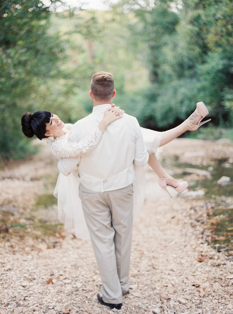 A Stylish Modern-Vintage Blush & Gold Wedding Inspiration Shoot