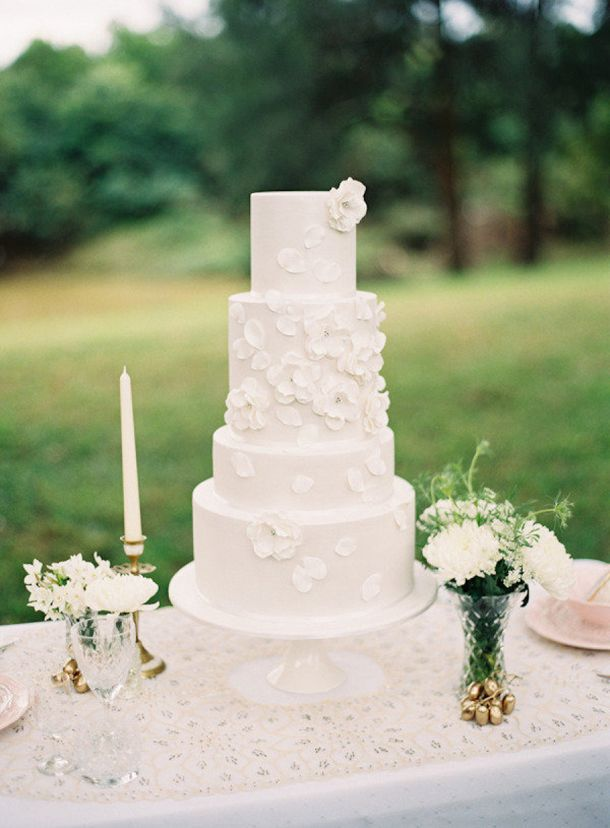 5 Beautiful Spring Wedding Cake Ideas - White