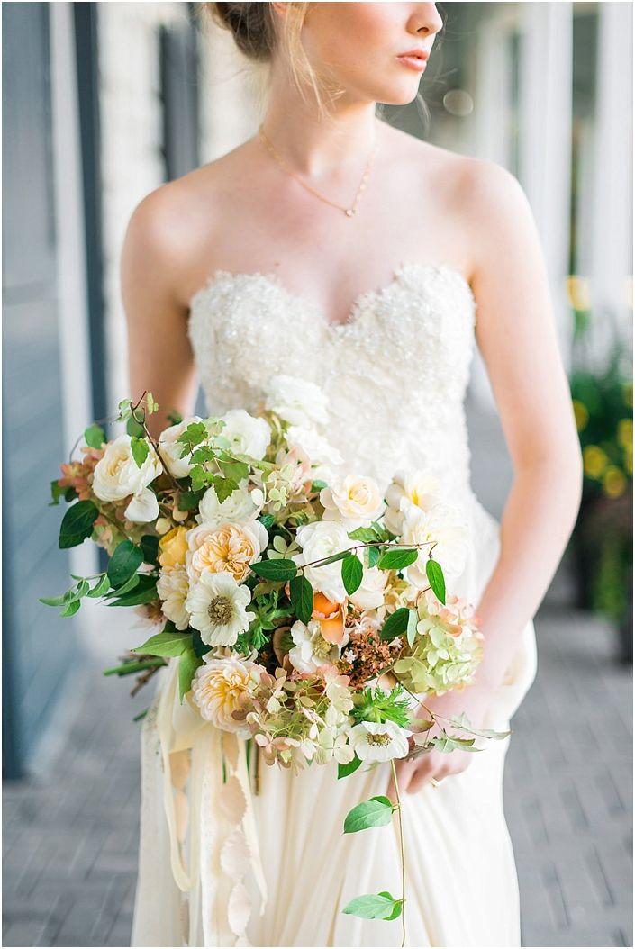 5 Lush Spring Wedding Bouquets - Delicate Peach