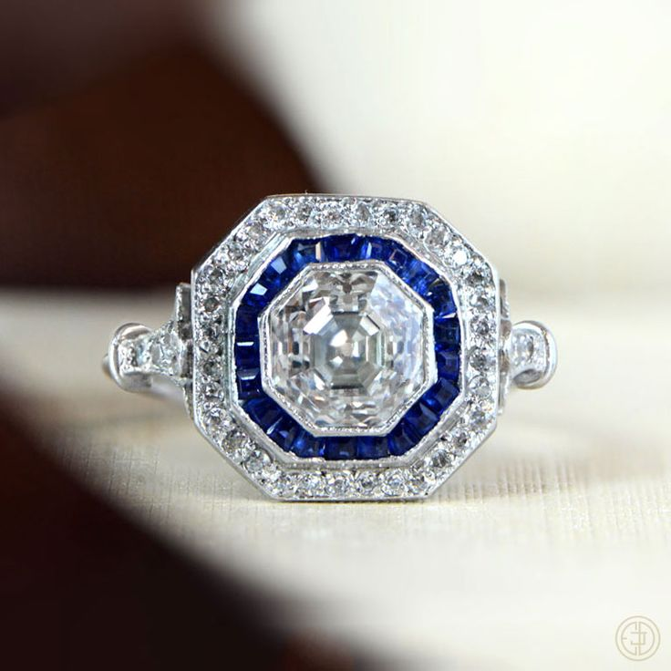Beautiful Vintage Engagement Rings : Chic Vintage Brides