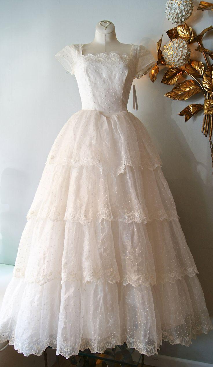 1950s Vintage Wedding Dress Under $1000