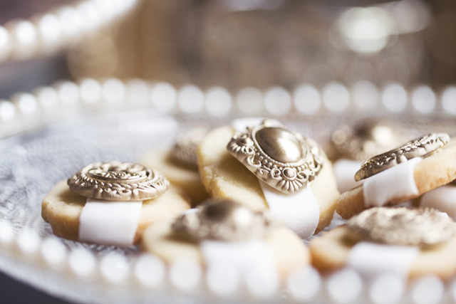 Opulent 1930s Wedding Inspiration in Ivory & Gold