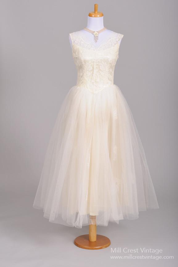 6f4658a5166 Beautiful Authentic Vintage 1950s Wedding Dresses   Chic Vintage Brides