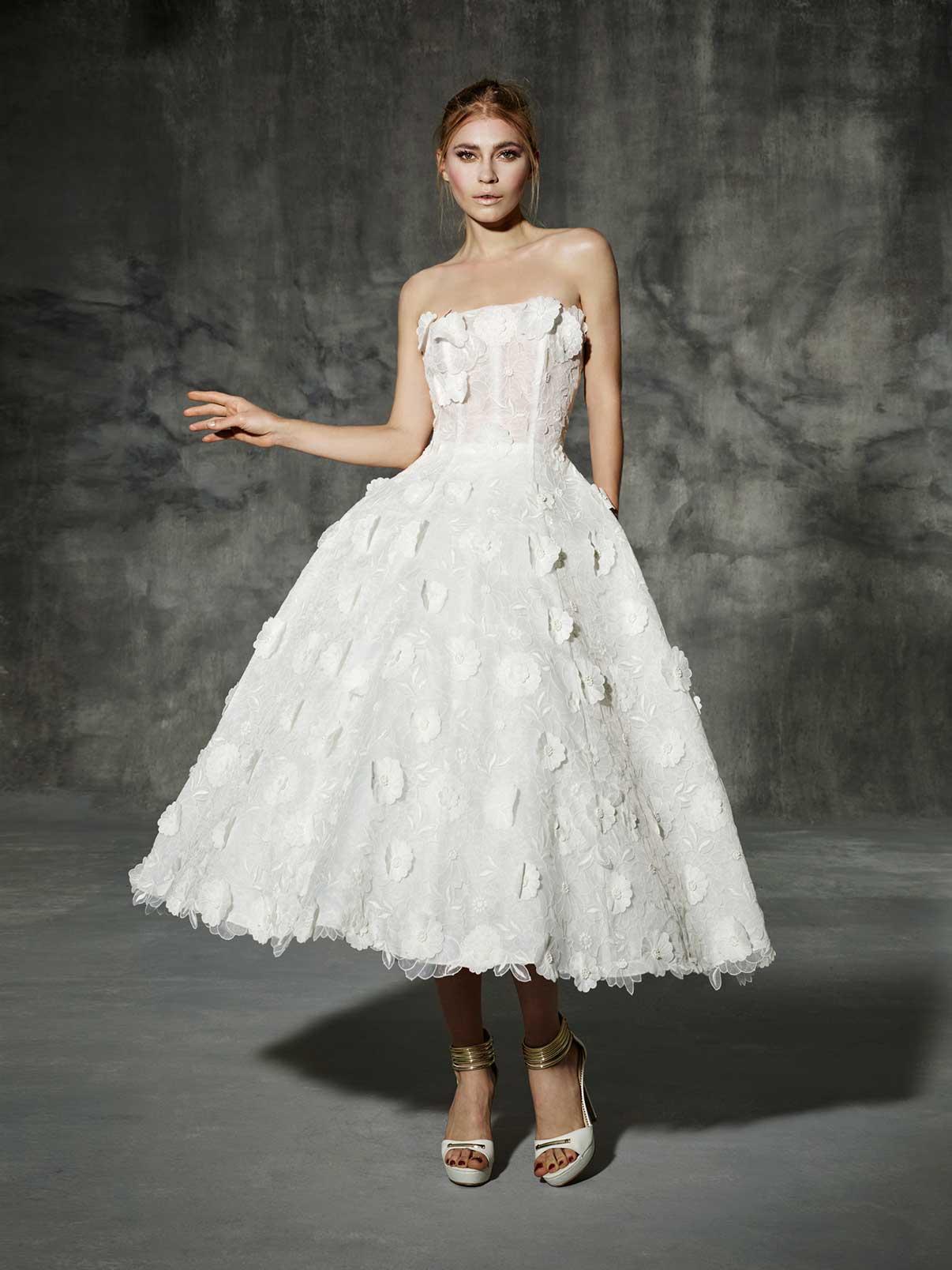 4420bceb5f88 20 Chic 1950s Inspired Wedding Dresses : Chic Vintage Brides