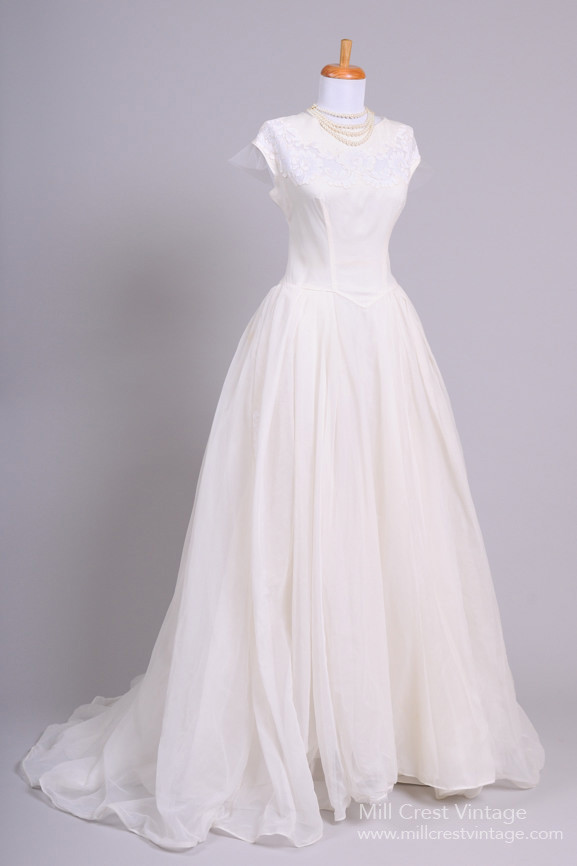 Retro 1950s Wedding Dress