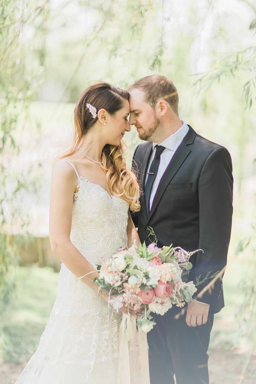 Modern Vintage Bride & Groom - A Romantic Modern-Vintage Wedding with an Elegant Barn Reception