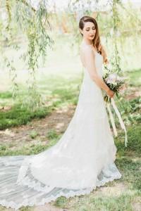 Modern Vintage Bride - A Romantic Modern-Vintage Wedding with an Elegant Barn Reception