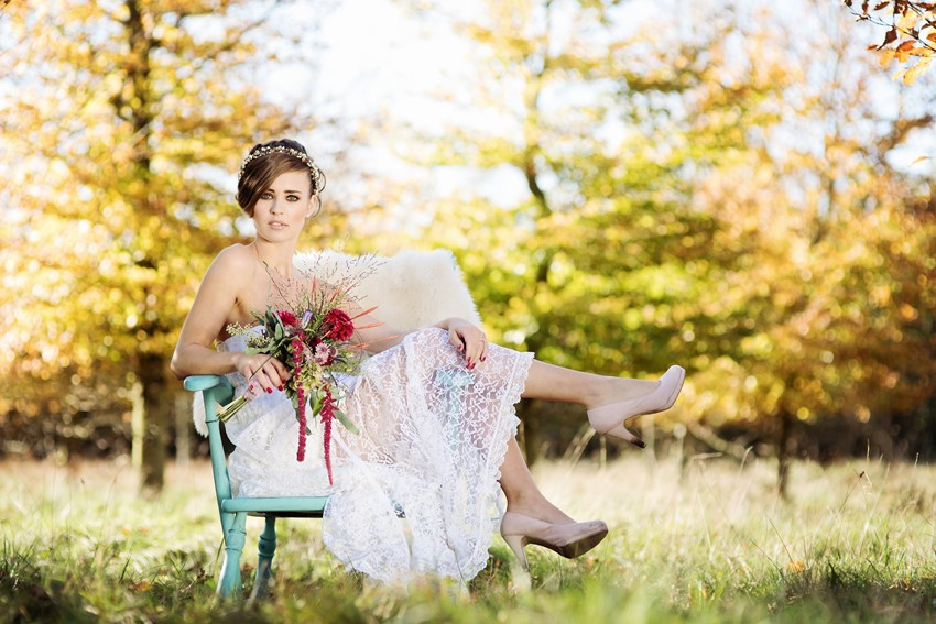 Vintage Bride - Picnic in the Woods - Cozy and Romantic Autumn Wedding Inspiration