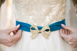 Bow Bridal Belt - Mid-Century Vintage Wedding Shoot Inspired by Penguin Books