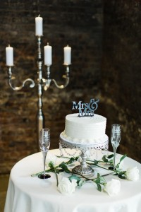 Budget Friendly Wedding Cake - A Vintage Inspired City Wedding in a Crisp and Elegant Palette of Ivory, Black & Green