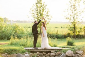 A Romantic Modern-Vintage Wedding with an Elegant Barn Reception Romantic Modern-Vintage Wedding with an Elegant Barn Reception