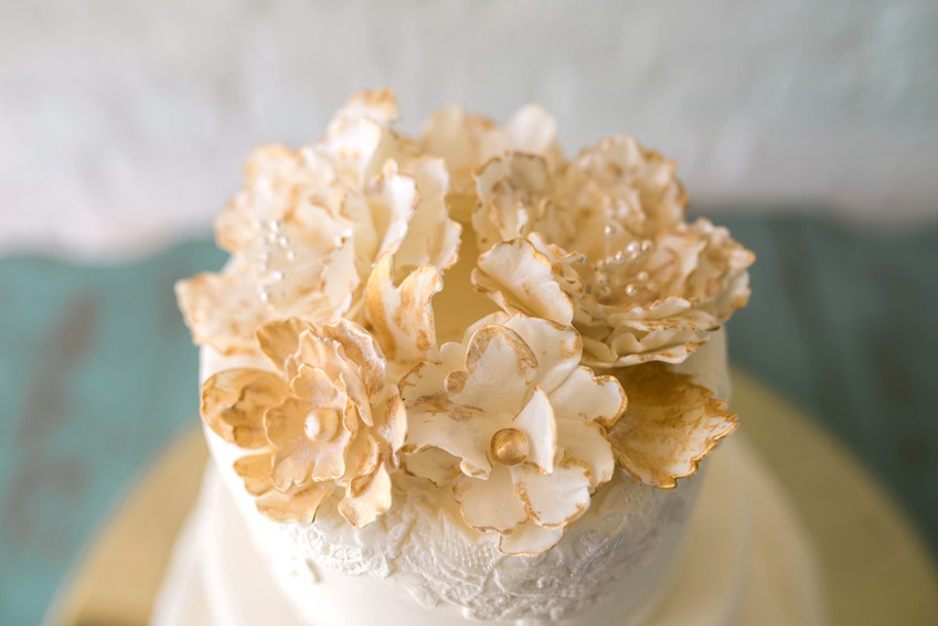 Gold Wedding Cake - Stylish Jazz Age Wedding inspiration Full of Decadence