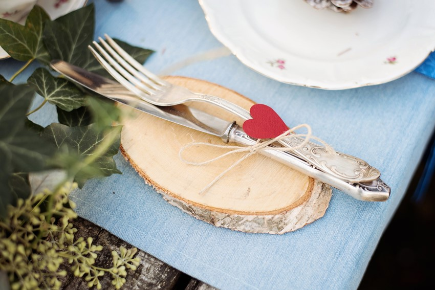 Picnic Wedding Place Setting - Picnic in the Woods - Cozy and Romantic Autumn Wedding Inspiration
