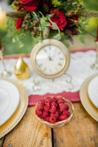 Vintage Tablescape - Boho Vintage Wedding Inspiration in Red, Green & Gold