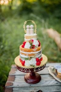 Naked Wedding Cake - Boho Vintage Wedding Inspiration in Red, Green & Gold