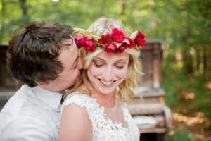 Boho Vintage Bride & Groom - Boho Vintage Wedding Inspiration in Red, Green & Gold