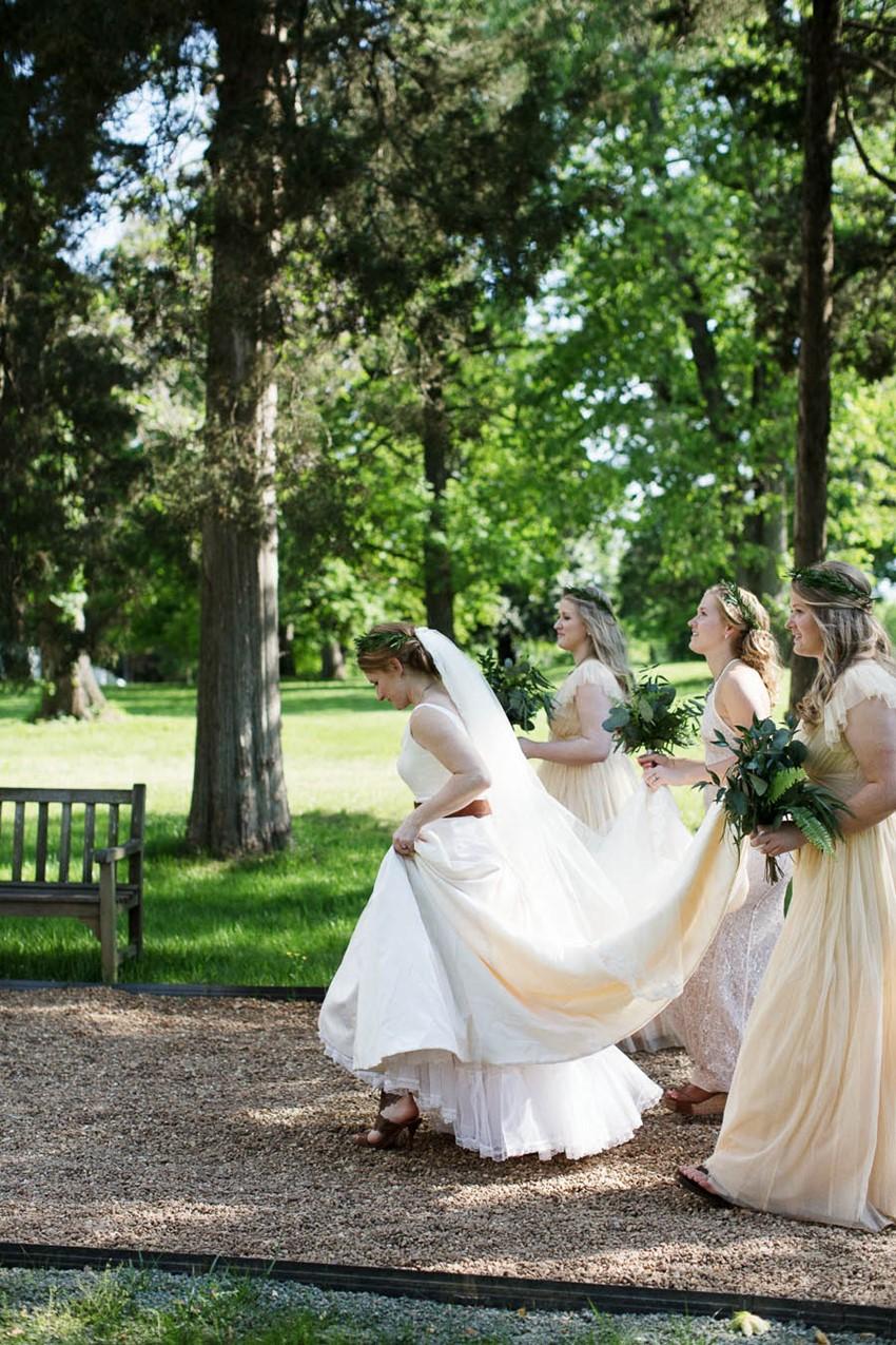 Bride & bridesmaids - A Vintage Americana Wedding