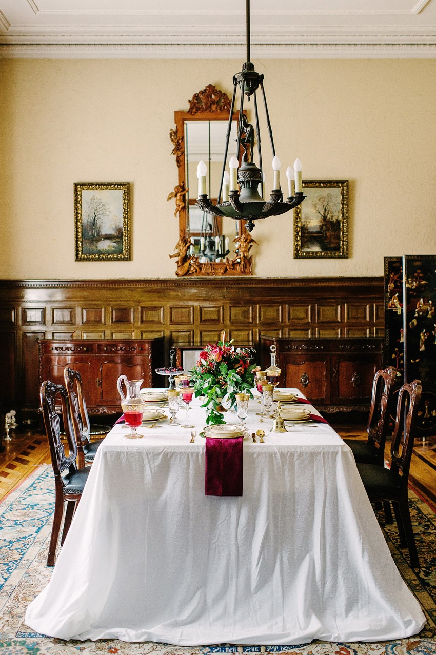 Vintage Wedding Tablescape - A Breathtaking Colonial Wedding Styled Shoot in Lima