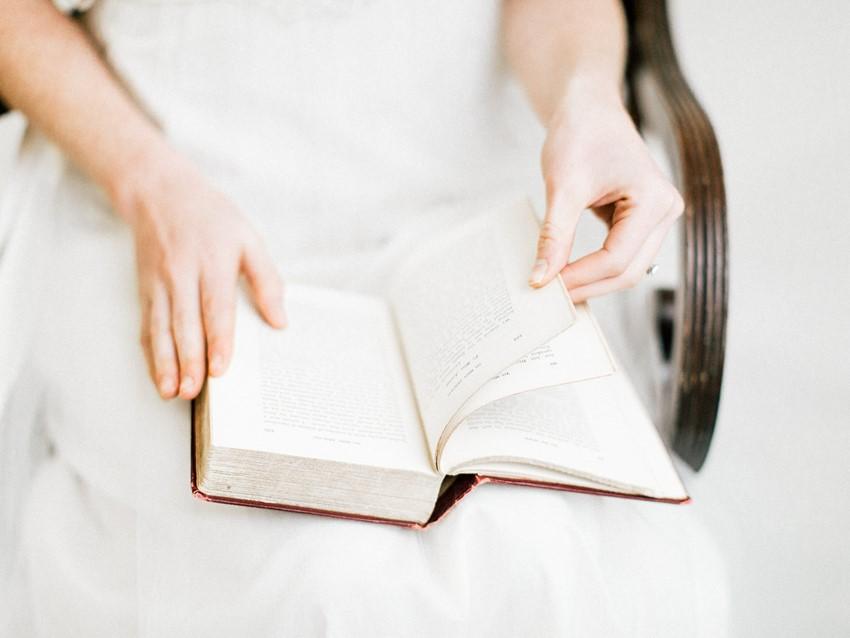 Vintage Bride Reading