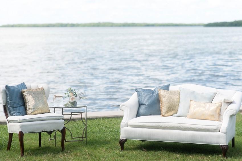 Chic Seaside Wedding Lounge // Photography by Caroline & Evan Photography