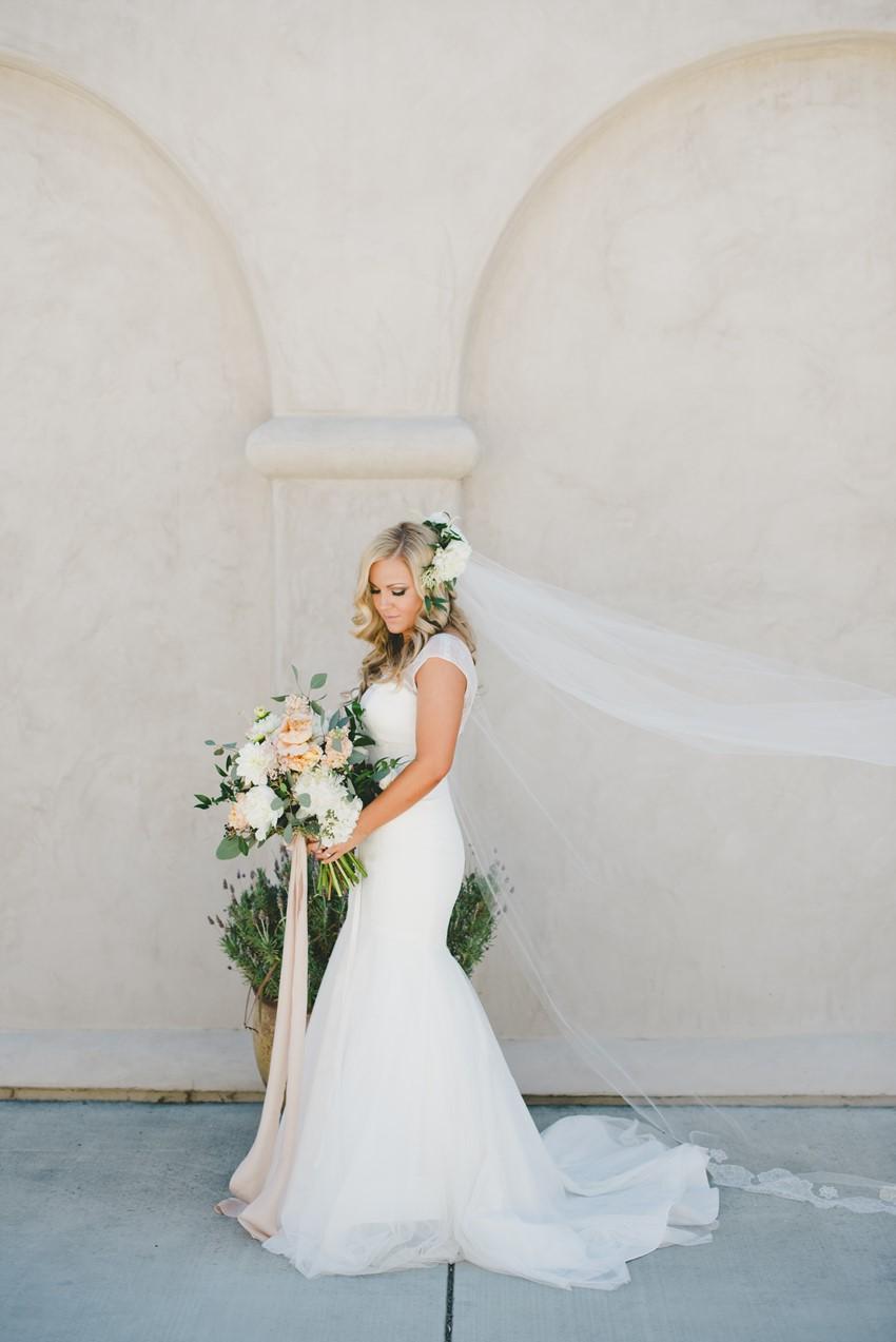 Elegant Summer Bride // Photography by Onelove Photography http://www.onelove-photo.com