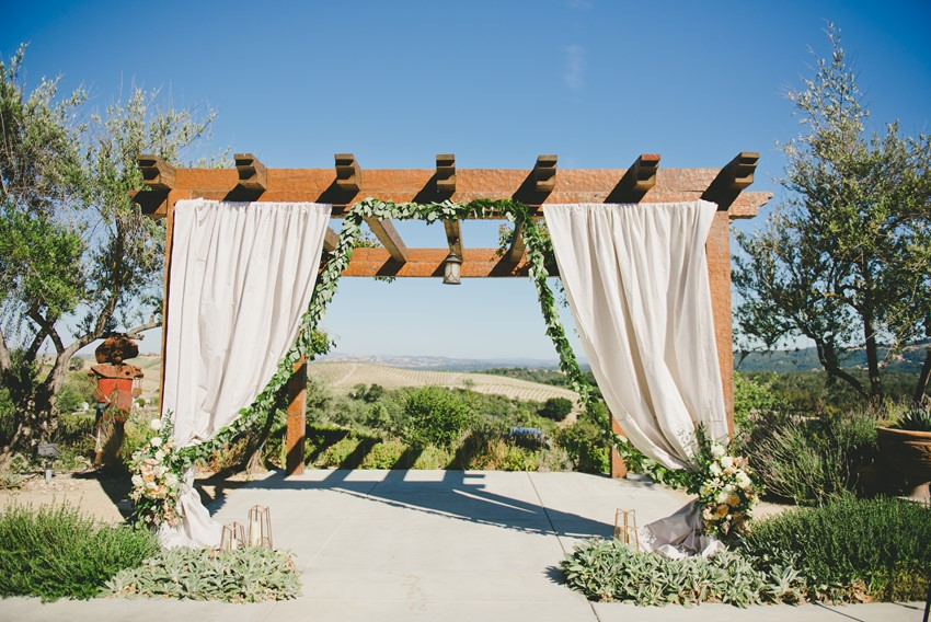 Winery Country Wedding Venue // Photography by Onelove Photography http://www.onelove-photo.com