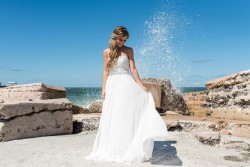 Coastal Bride // Photography by Caroline & Evan Photography
