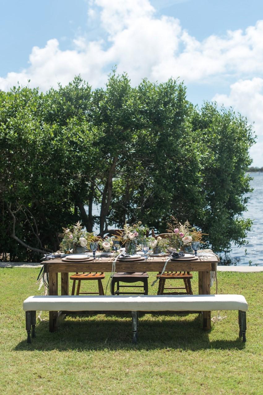 Coastal Wedding Tablescape // Photography by Caroline & Evan Photography