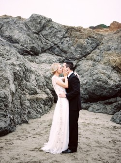 Romantic Beach Wedding Anniversary Shoot // Photography by Taralynn Lawton http://taralynnlawton.com