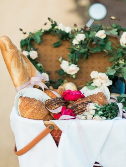 Elopement Picnic // Photography by Live View Studios http://www.liveviewstudios.com