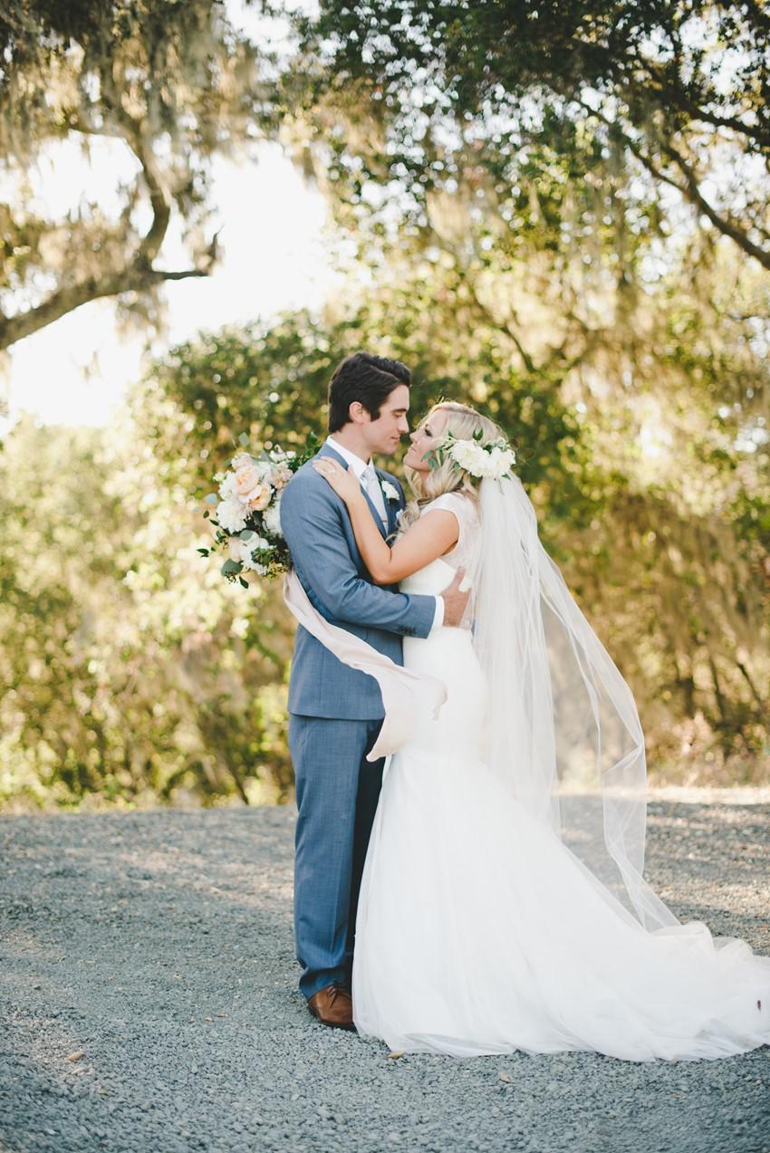 Elegant Boho Vintage Wedding // Photography by Onelove Photography http://www.onelove-photo.com