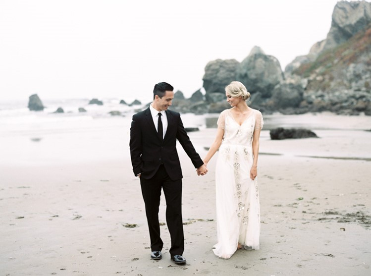 Romantic Vintage Anniversary Shoot // Photography by Taralynn Lawton http://taralynnlawton.com/
