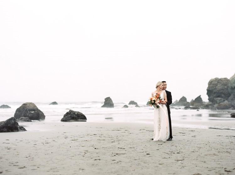 Romantic Beach Wedding Anniversary Session // Photography by Taralynn Lawton http://taralynnlawton.com