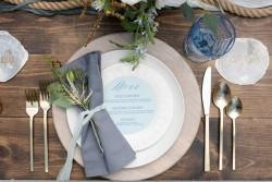 Chic Coastal Wedding Place Setting // Photography by Caroline & Evan Photography