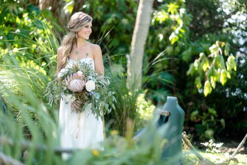 Beach Bride // Photography by Caroline & Evan Photography